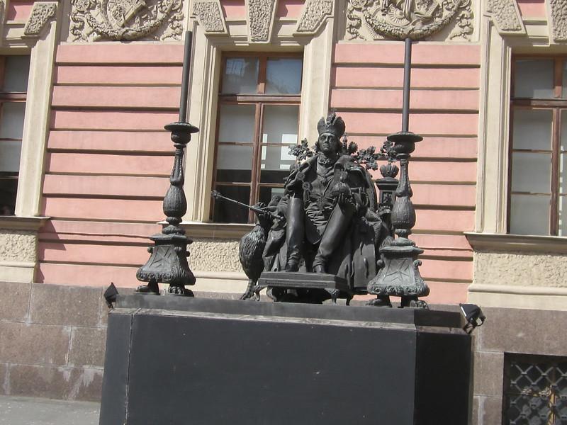 stature of paul 1 in Mikhailovsky Castle