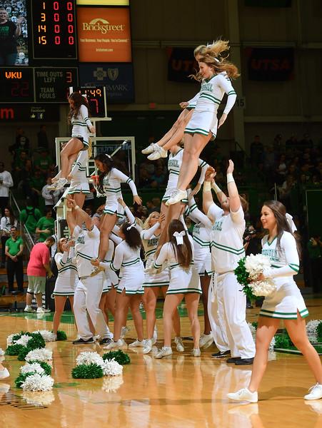cheerleaders0102.jpg