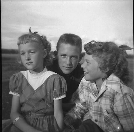 1957-b-Tj, Phil, Suzanne.jpg
