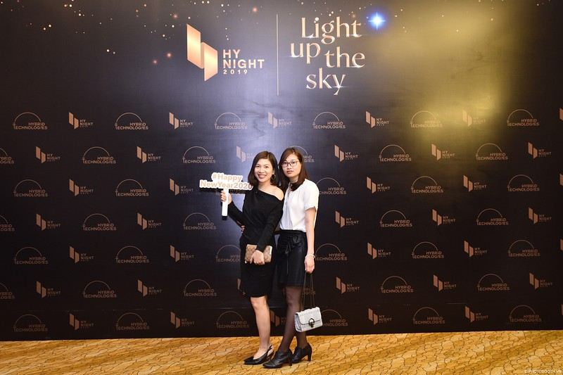 Hybrid-Technologies-year-end-party-instant-print-photo-booth-in-Hanoi-Chup-hinh-lay-ngay-Tat-nien-WefieBox-Photobooth-Hanoi-70.jpg