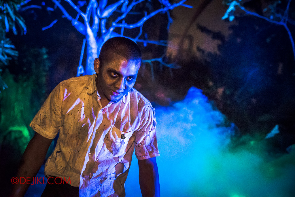 Halloween Horror Nights 6 - Suicide Forest scare zone / The students
