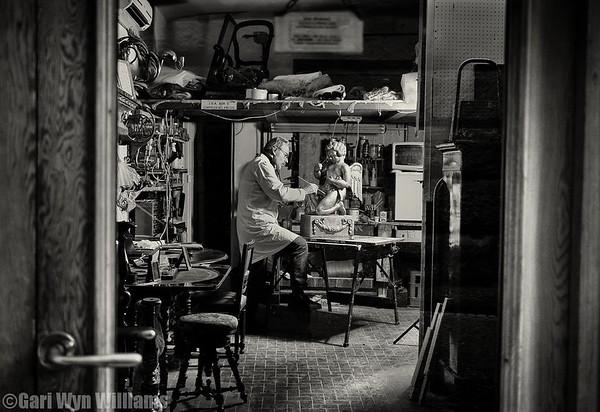 Enzo Giovannoni - Antique Restorer