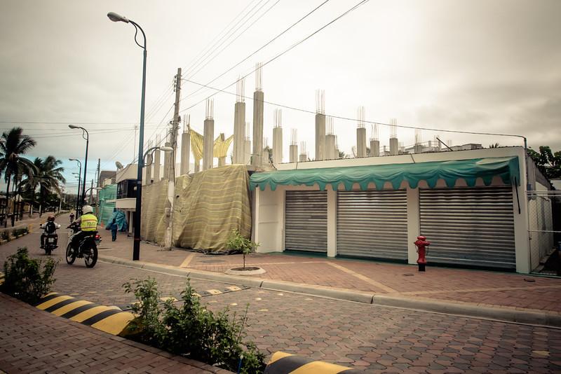 puerto ayora construction more.jpg