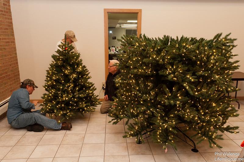20121217 KofC Christmas Tree Setup-6292.jpg