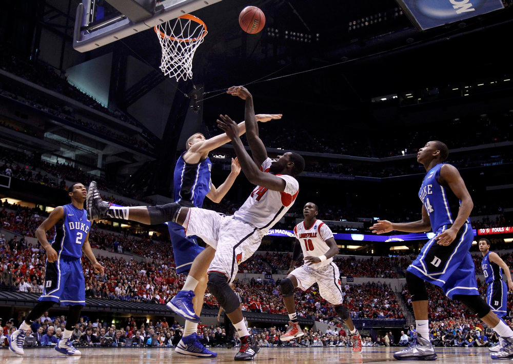 . Louisville Cardinals forward Montrezl Harrell (24) shoots over Duke Blue Devils forward Mason Plumlee (5) in the first half during their Midwest Regional NCAA men\'s basketball game in Indianapolis, Indiana, March 31, 2013. REUTERS/Jeff Haynes