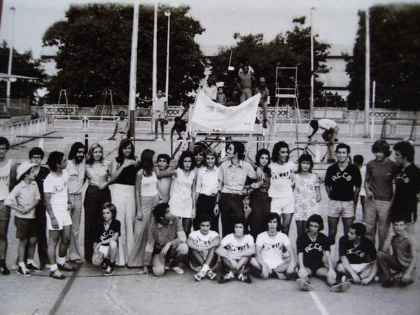 Victor Serraventoso, Cali Canhao Veloso, Ze' Ferraz, Flau, Matilde,.......???.....???...Paulo Alexandre Alberto Alberto, Guida Tavares, Patrao, Paula Costa, Flau, irma da Mimi, ....?? ...