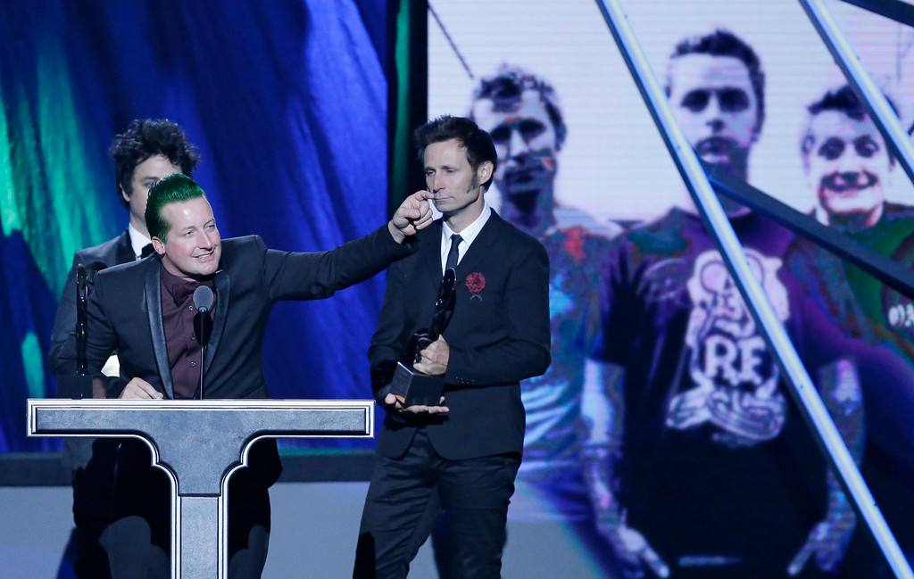 . Tre Cool, from Green Day, speaks at the Rock and Roll Hall of Fame Induction Ceremony Saturday, April 18, 2015, in Cleveland. (AP Photo/Mark Duncan)