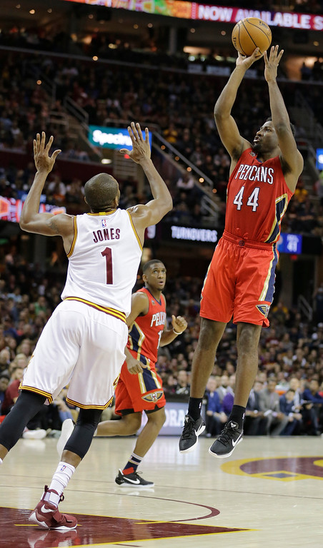 . New Orleans Pelicans\' Solomon Hill (44) shoots over Cleveland Cavaliers\' James Jones (1) in the second half of an NBA basketball game, Monday, Jan. 2, 2017, in Cleveland. (AP Photo/Tony Dejak)