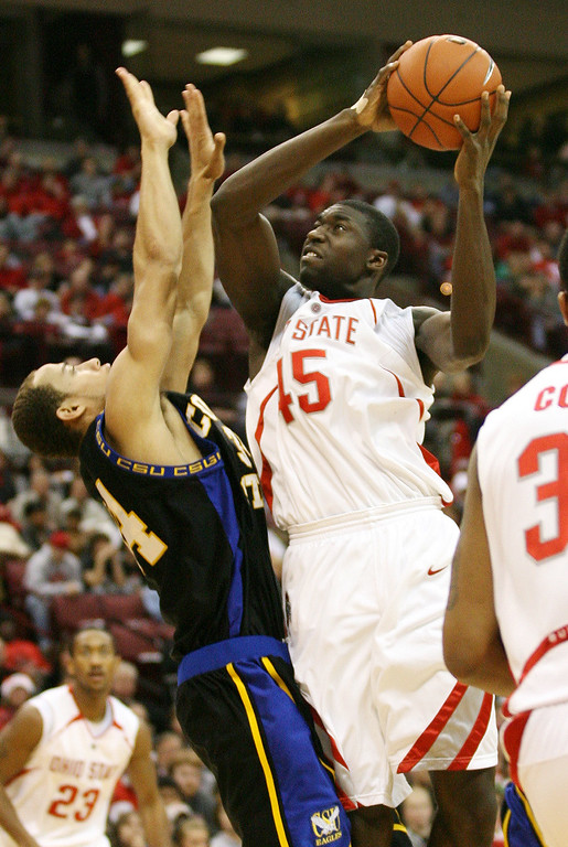 . Ohio State\'s Othello Hunter (45) goes to the basket as Coppin State\'s Brian Chesnut (34) defends during the second half of a basketball game Saturday, Dec 30, 2006, in  Columbus, Ohio. (AP Photo/Terry Gilliam)