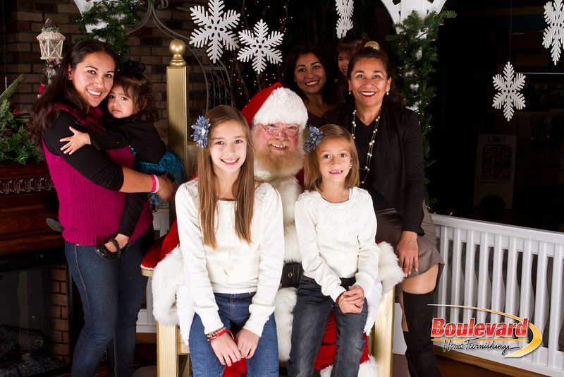 Santa Dec 8-119.jpg