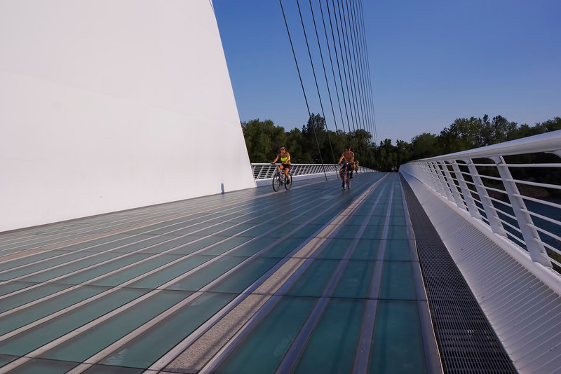 Redding Sundial Bridge bicyclists .jpg