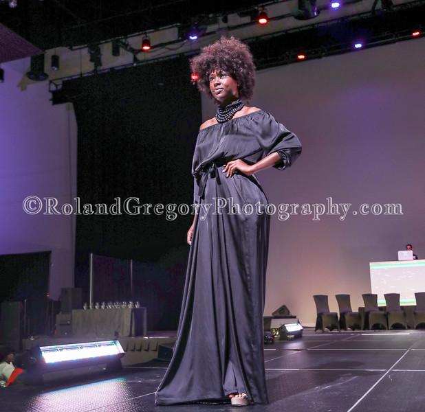 100 Womens Fashion show2019-3547.jpg