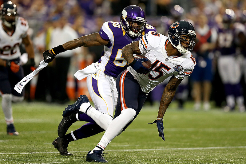 . Brandon Marshall #15 of the Chicago Bears carries the ball after making a reception against the Minnesota Vikings at Mall of America Field on December 9, 2012 in Minneapolis, Minnesota.  (Photo by Matthew Stockman/Getty Images)