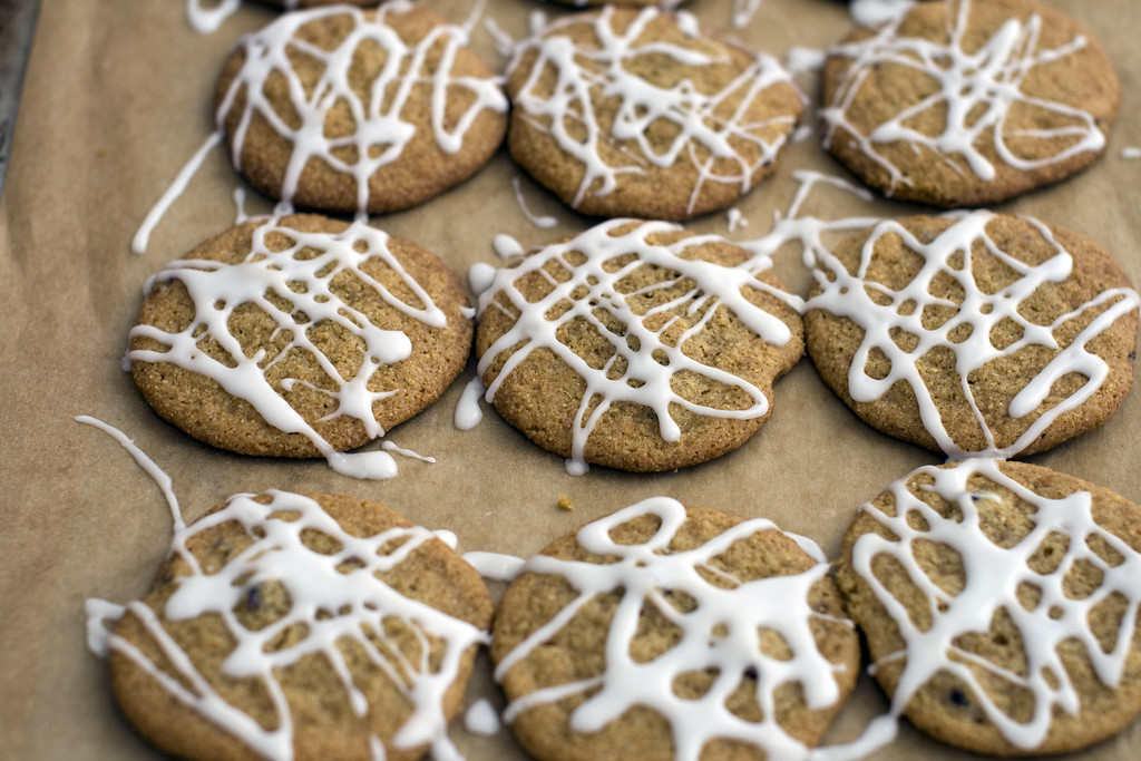 ". Indian pudding is a warm molasses-laced pudding made from cornmeal. This recipe uses the spiced molasses and cornmeal components and turns them into cookies. <a href=""https://www.yahoo.com/news/indian-pudding-reimagined-holiday-cookie-192335406.html\"">Get the recipe for Indian pudding cookies</a>.  (AP Photo/Matthew Mead)"