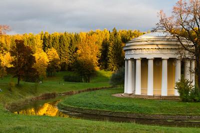 Pavlovsk park in autumn