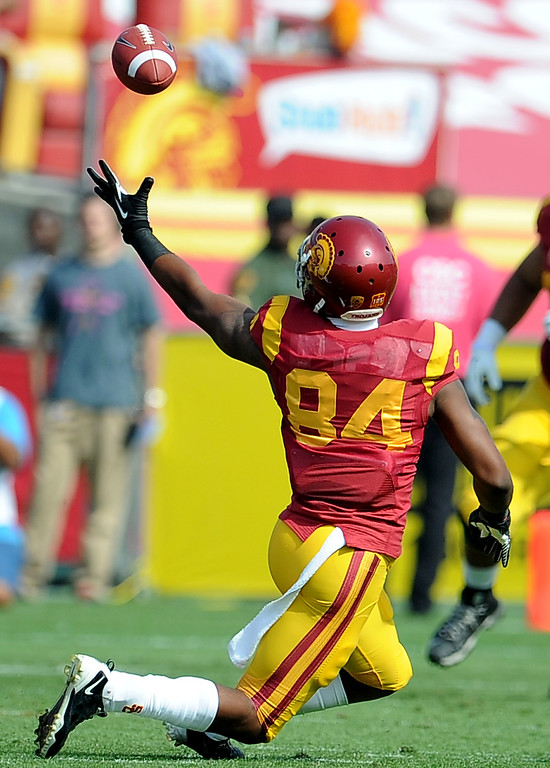 . Southern California wide receiver Darreus Rogers can\'t reach a pass against Utah during the first half of an NCAA college football game in the Los Angeles Memorial Coliseum in Los Angeles, on Saturday, Oct. 26, 2013.  (Photo by Keith Birmingham/Pasadena Star-News)