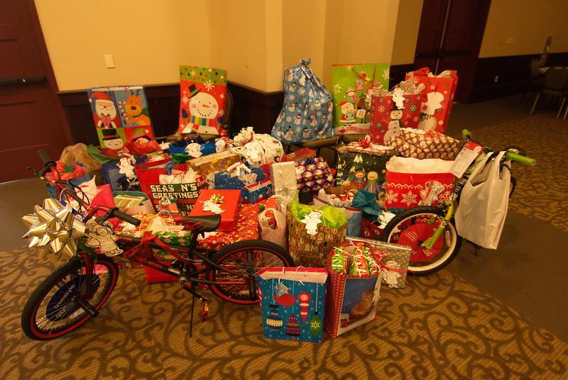 2013-12-15-FOCUS-Christmas-Presents_006.jpg