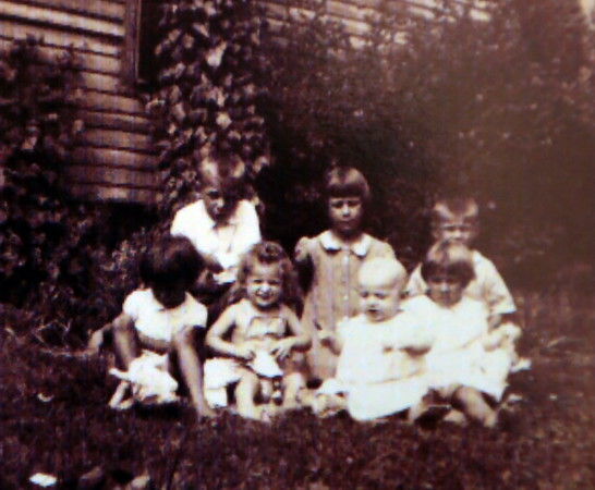 Werts children 1942 Monmouth, IL. Rear Chad, Catherine, Carleton. Front Verna, Patricia, Thomas, Carolyn.