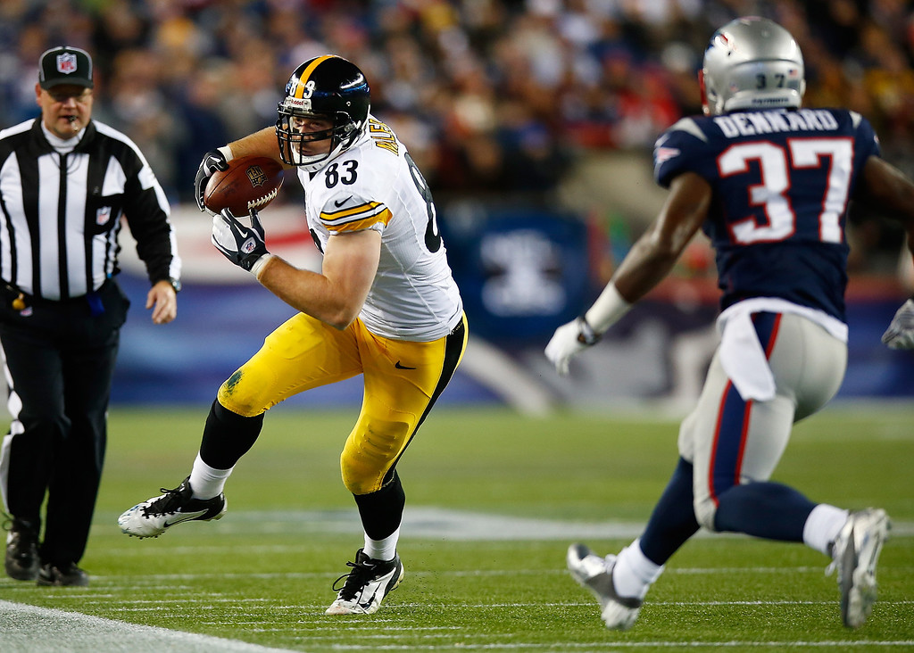 . Heath Miller #83 of the Pittsburgh Steelers catches a pass in front of Alfonzo Dennard #37 of the New England Patriots in the second quarter at Gillette Stadium on November 3, 2013 in Foxboro, Massachusetts.  (Photo by Jared Wickerham/Getty Images)