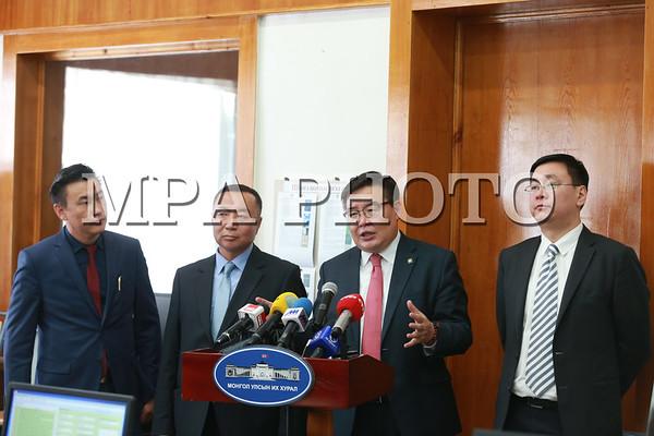 Монгол Улсын Үндсэн хуульд оруулах нэмэлт, өөрчлөлтийн төсөлд санал ирүүлсэн 250.000 иргэний саналыг бүртгэж байна