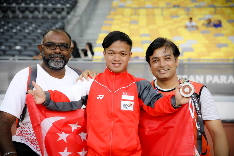 PARA ATHLETICS - MUHAMMAD DIROY BIN NORDIN with his support staff and Sanketa anand (sportsg photographer) during the victory ceremony  in Men Shotput Finals (F40/41)  at Bukit Jalil National Stadium, KL on September 21th, 2017 (Photo by Sanketa Anand)