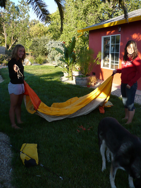 As all the campgrounds where full, we drove back home and pitched the tent in the BackYard. noone was allowed in the house.