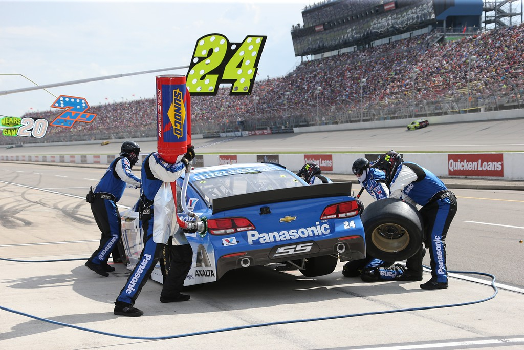 . Jeff Gordon makes a pit stop during the NASCAR Sprint Cup series auto race at Michigan International Speedway, Sunday, June 14, 2015, in Brooklyn, Mich. (AP Photo/Bob Brodbeck)