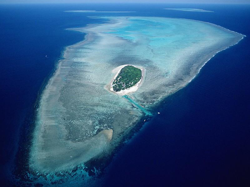 Aerial of Heron Island, Great Barrier Reef Marine Park, Queensland, Australia.jpg