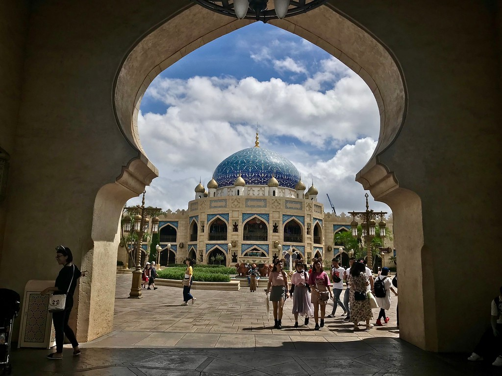 Central courtyard in the Arabian Coast.