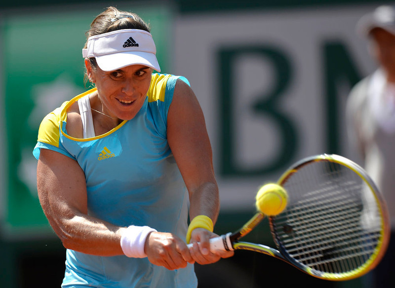 . Spain\'s Anabel Medina Garrigues hits a return to China\'s Li Na during their French Tennis Open first round match at the Roland Garros stadium in Paris, on May 27,  2013.  MIGUEL MEDINA/AFP/Getty Images