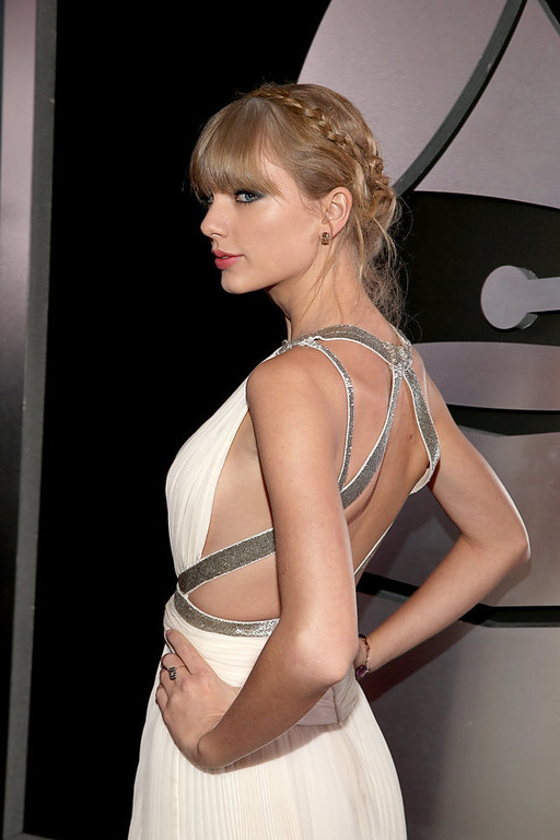 . Taylor Swift arrives at the 55th Annual GRAMMY Awards on February 10, 2013 in Los Angeles, California.  (Photo by Christopher Polk/Getty Images for NARAS)