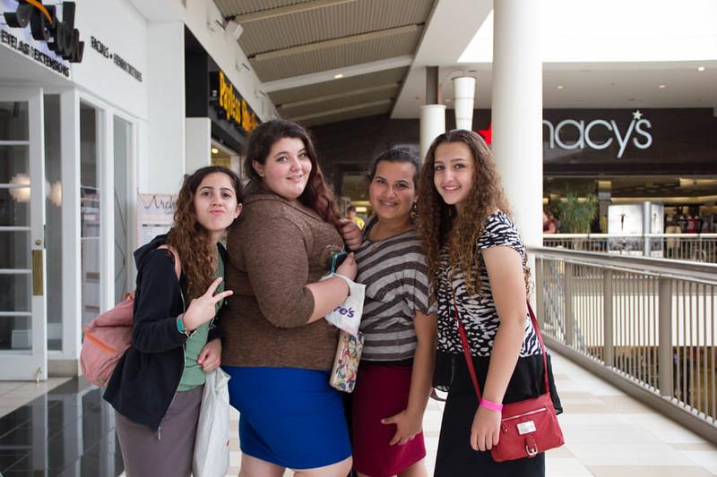 kars4kids_thezone_camp_GirlDivsion_trips_Mall (7).jpg