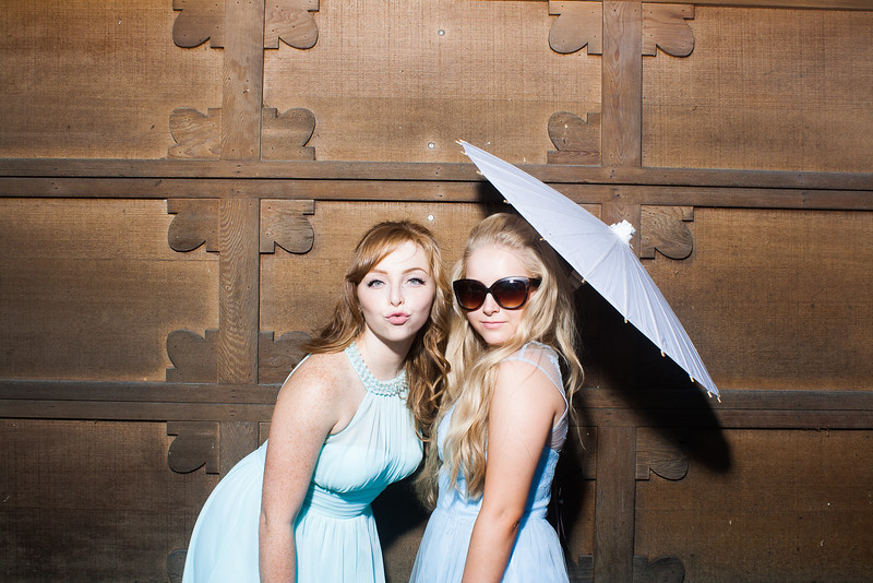 CaitlinChrisWeddingPhotobooth-0002.jpg