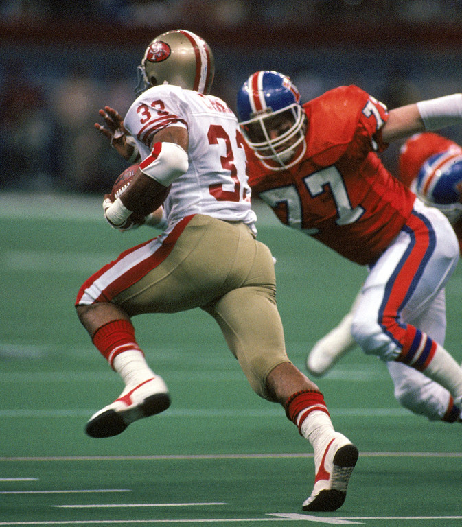. Linebacker Karl Mecklenburg #77 of the Denver Broncos closes in on running back Roger Craig #33 of the San Francisco 49ers during Super Bowl XXIV at the Louisiana Superdome on January 28, 1990 in New Orleans, Louisiana.   (Photo by George Rose/Getty Images)