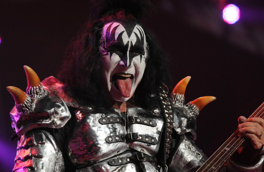 """. 4. GENE SIMMONS <p>Somehow forgot to tell Target Center groupies to �kill yourself.� (3) </p><p><b><a href=\""""http://www.ultimate-guitar.com/news/general_music_news/kiss_music_banned_in_australia_following_gene_simmons_kill_yourself_message_to_depressed_people.html\"""" target=\""""_blank\""""> LINK </a></b> </p><p>    (Pioneer Press: Scott Takushi)</p>"""