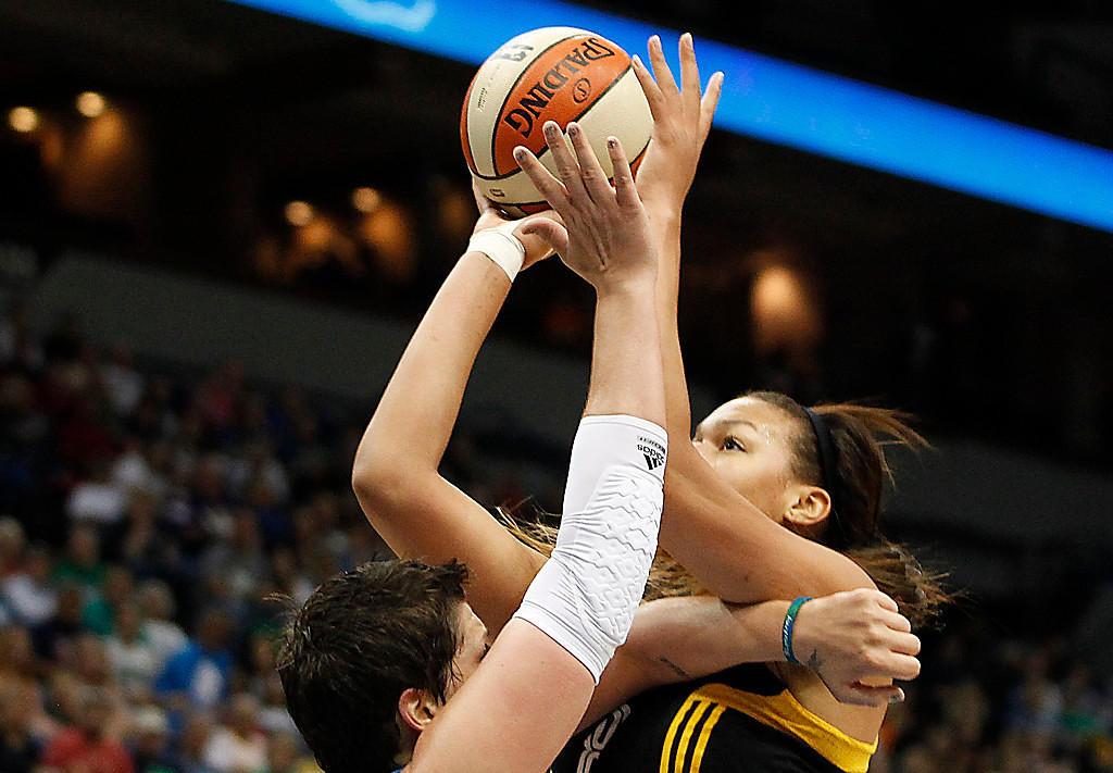 . Tulsa Shock center Elizabeth Cambage, right, pushes toward the basket against Minnesota Lynx forward Janel McCarville. (AP Photo/Stacy Bengs)