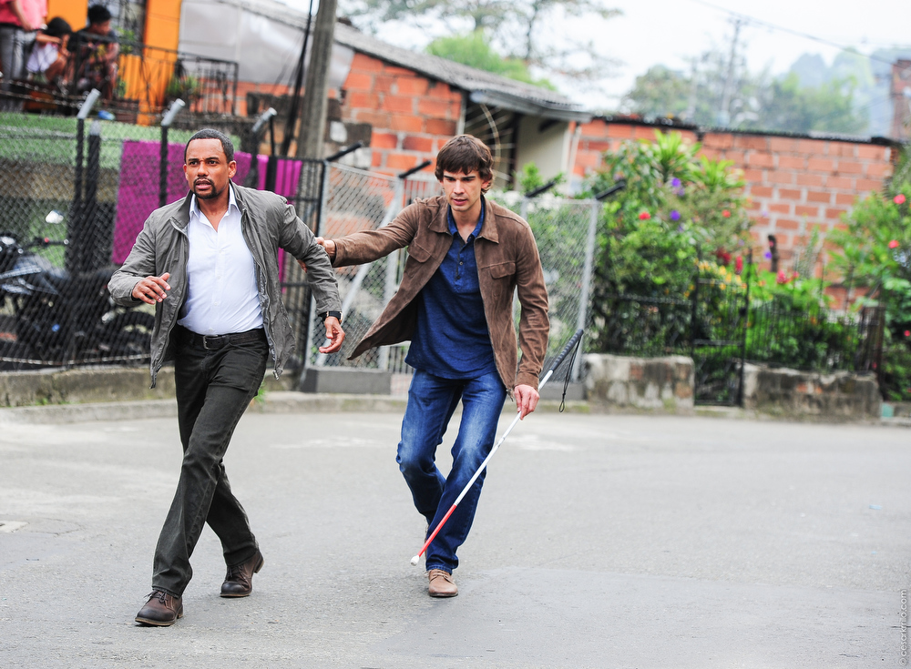 """. \""""Vamos\"""" Episode 401 -- Pictured: (l-r) Hill Harper as Calder Michaels, Christopher Gorham as Auggie Anderson -- (Photo by: Cesar Carillo/USA Network)"""