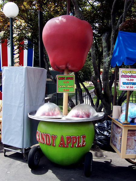 The Candy Apple cart, my favorite object in Canobie Lake Park.