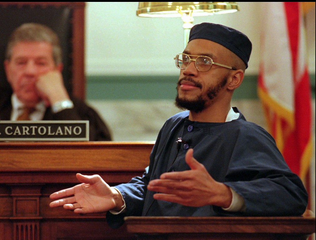 . Carlos Sanders testifies before Judge Fred J. Cartolano Wednesday, Feb. 14, 1996, in Cincinnati, during his trial on aggravated murder, kidnapping, and assault charges. Sanders is the alleged ringleader of the 1993 Lucasville prison riot. (AP Photo/Al Behrman)