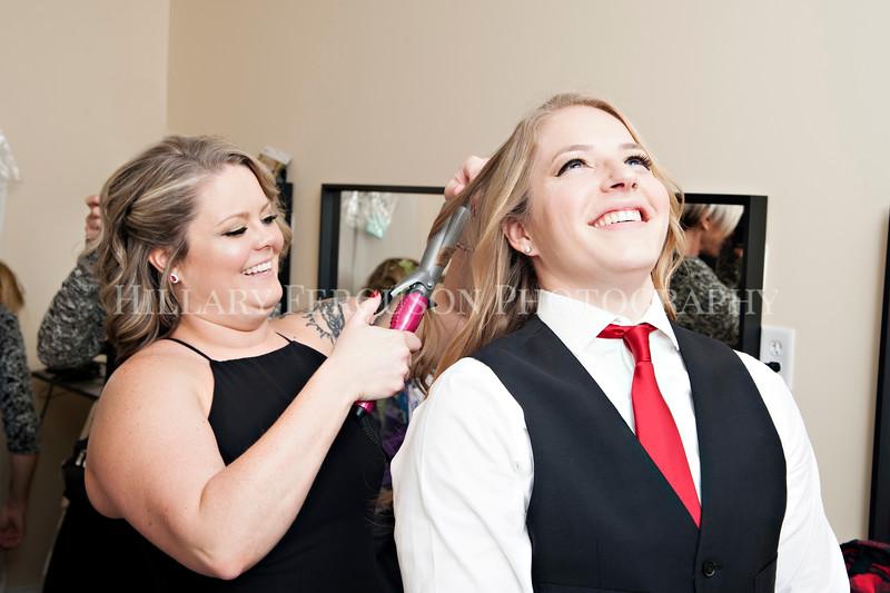 Hillary_Ferguson_Photography_Melinda+Derek_Getting_Ready216.jpg