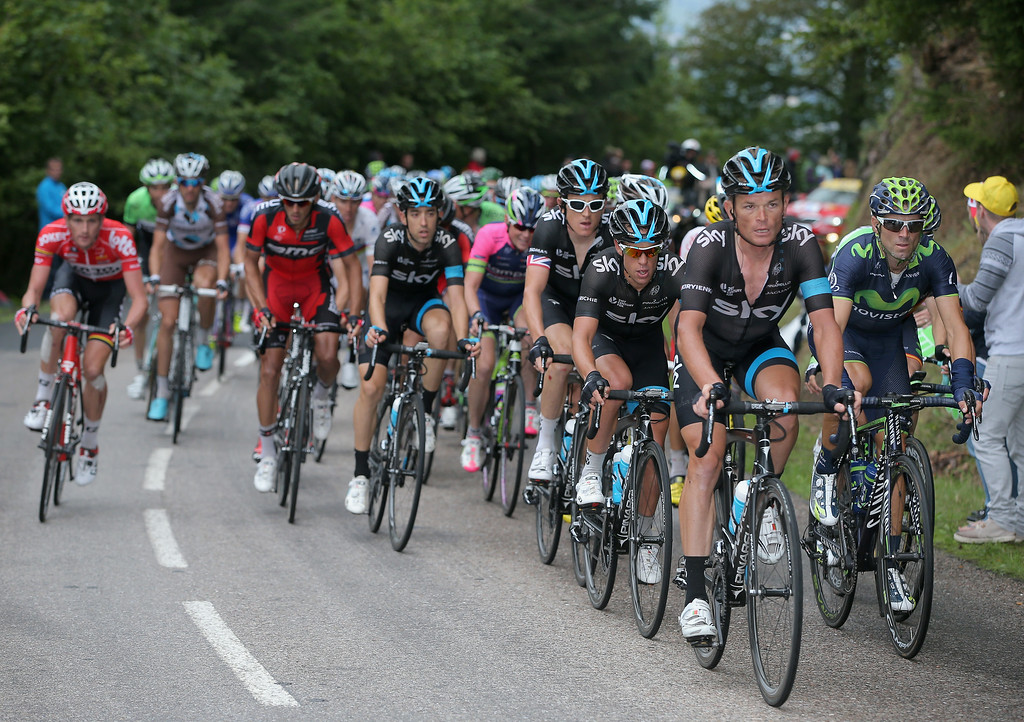 . Team Sky shelters Richie Porte of Australia and Team Sky on the climb of the Col d\'Oderen during stage ten of the 2014 Le Tour de France from Mulhouse to La Planche des Belles Filles on July 14, 2014 in Kruth, France.  (Photo by Doug Pensinger/Getty Images)