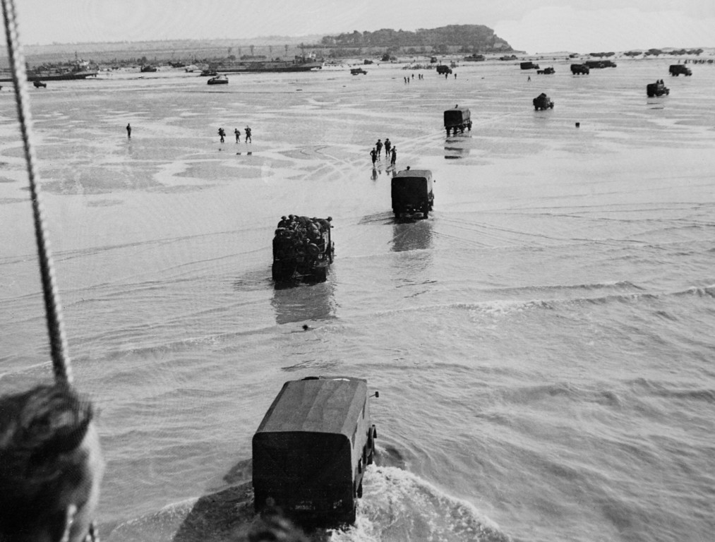. Allied troops disembark from landing crafts during D-Day June 6, 1944 after Allied forces stormed the Normandy beaches.  AFP PHOTO   (/AFP/Getty Images)