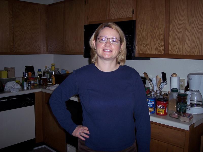Sharon in Jackson apartment 2005.JPG