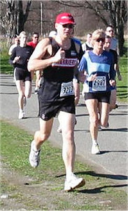 2003 Hatley Castle 8K - Dr. Thin, Terry Turcotte, also prefers the grass