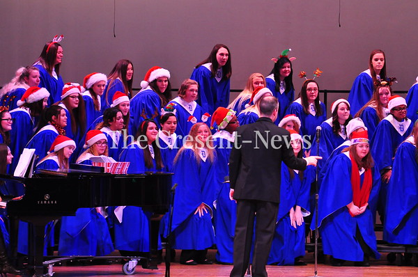 12-16-18 NEWS DHS Holiday Choir Program