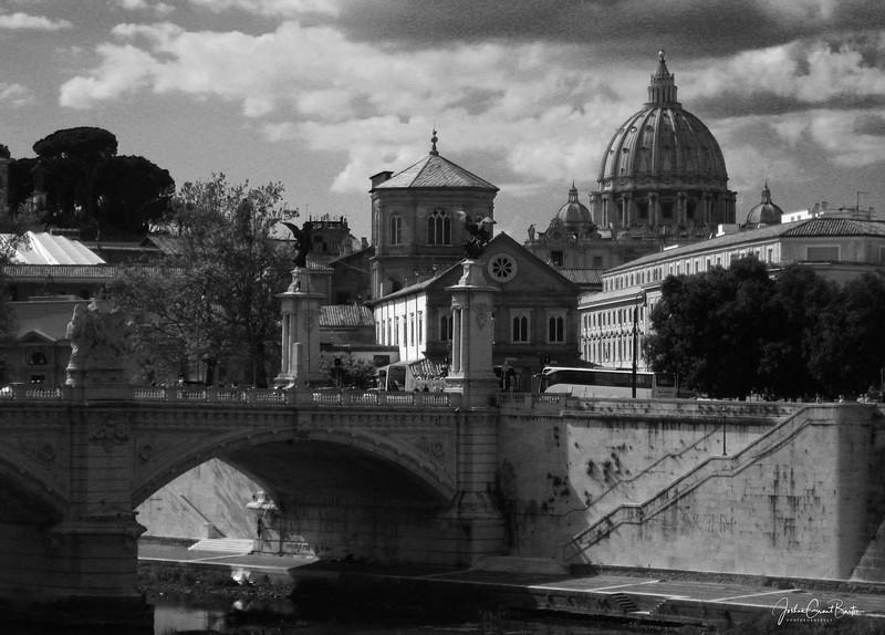 BasilicaPanoramic_B&W.jpg