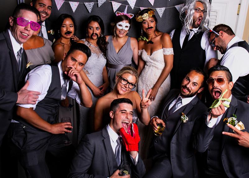 Montreal_Wedding_Photographer_Lindsay_Muciy_Photography+Video_M&E_PHOTOBOOTH_149.jpg
