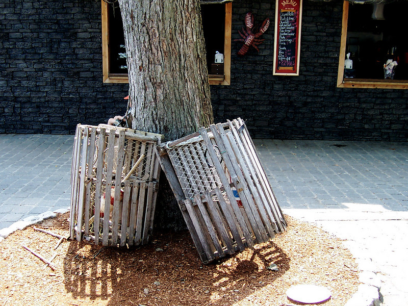 Lobster trap theming outside of Minuteman Fried Clams.
