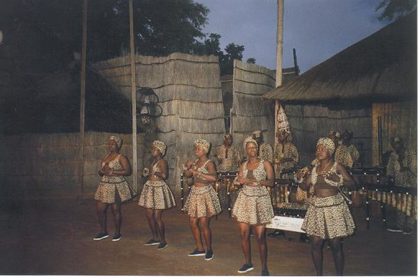20_Victoria_Falls_Folk_Dance_and_Costumes.jpg