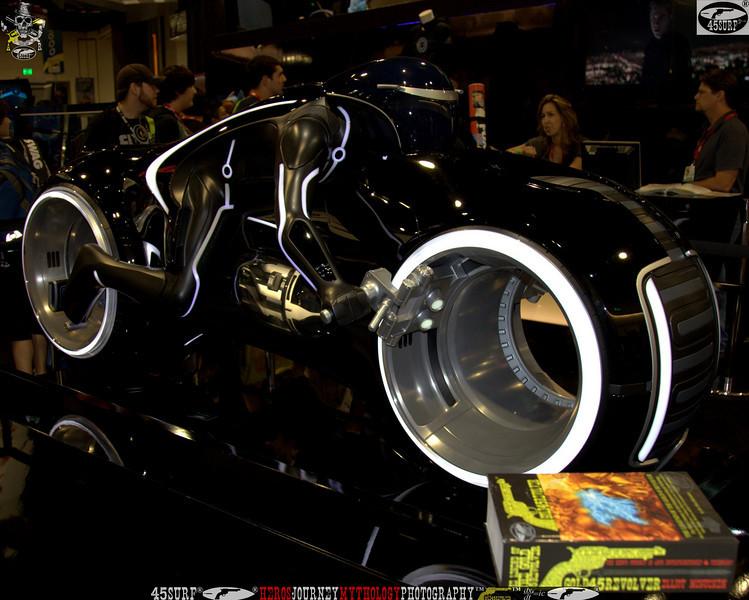 comic con gold 45 revolver the legend of the gold 45 revolver 397.,.,..jpg